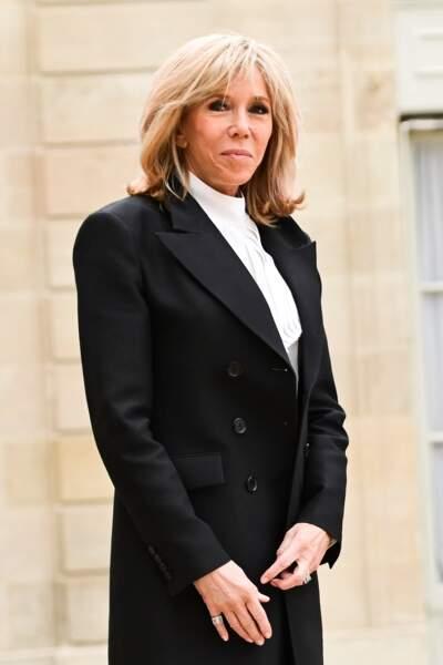 Brigitte Macron accueillant le roi et la reine d'Espagne au palais de l'Elysée à Paris, le 11 mars 2020
