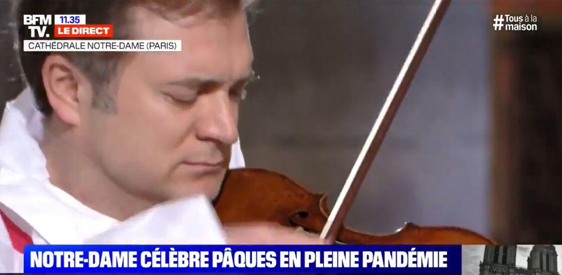 Renaud Capuçon lors de la cérémonie de Pâques à Notre-Dame de Paris, le 10 avril 2020.