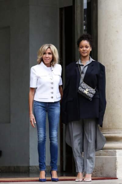Rihanna et Brigitte Macron au palais de l'Elysée à Paris, le 26 juillet 2017