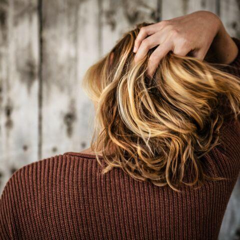 Pourquoi les cheveux graissent plus vite en confinement alors qu'on ne sort pas?
