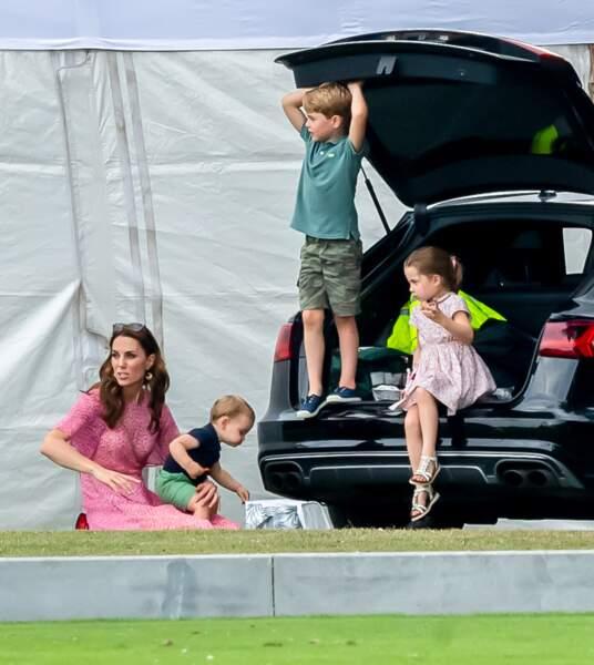 Kate Middleton avec ses enfants, le prince George, la princesse Charlotte et le prince Louis lors d'un match de polo de bienfaisance King Power Royal Charity Polo Day, à Wokinghan le 10 juillet 2019.