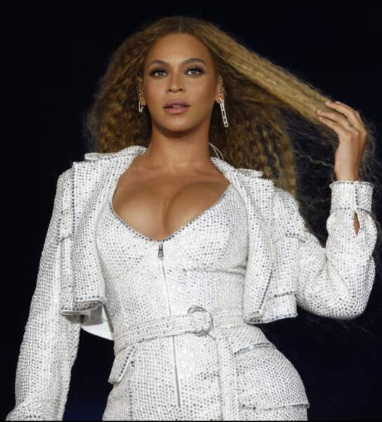 "Beyonce pendant sa tournée ""ON THE RUN 2"" à Milan en 2018, elle porte la collection ""Move Addiction"""