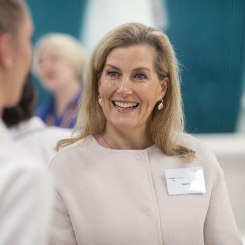 Sophie de Wessex sur le terrain pour aider les soignants: comme Kate Middleton, elle met la main à la pâte