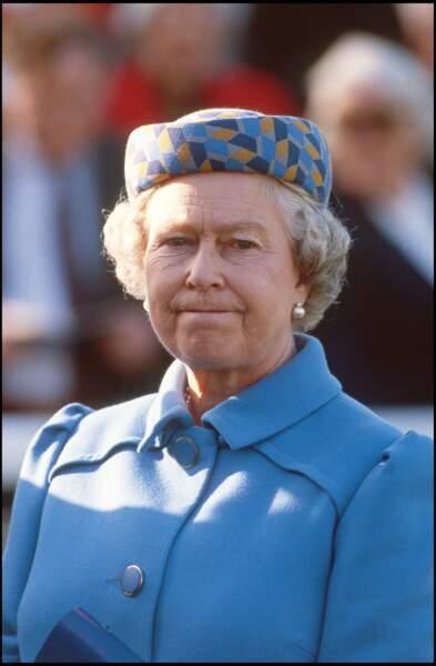 La reine Elizabeth II aux courses hippiques de Newburry en 1995
