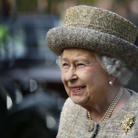 PHOTOS- Elizabeth II, reine des chapeaux: retour sur ses couvre-chefs les plus incroyables