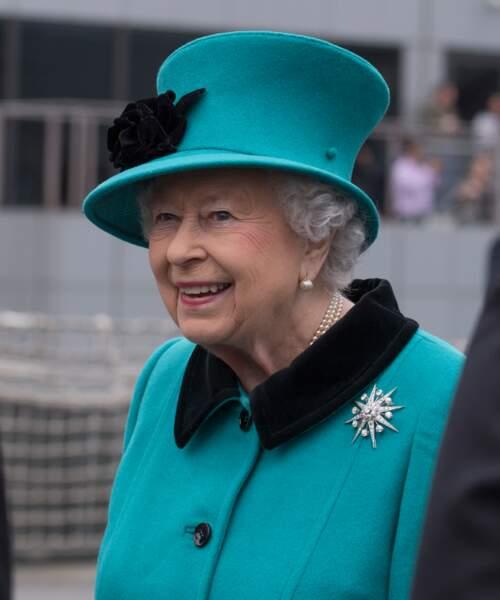 La reine Elisabeth II d'Angleterre lors du 20ème anniversaire de la mise en service de la frégate HMS Sutherland à Londres en 2017