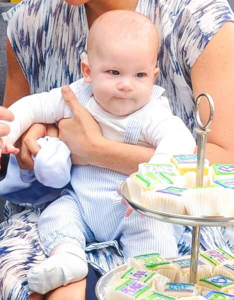 Le petit Archie dans les bras de sa maman, en septembre 2019. A croquer.