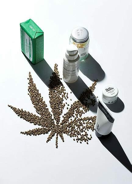 Savon Pur Végétal All-One Amande à l'huile de chanvre, Dr Bronner's, 5,99 €**; Absolu de CBD , compléments alimentaires, D-LAB Nutricosmetics, 38 €, sephora.fr; Recovery 27 Sérum bio-apaisant reconstituant, 98 €, cosmetics27.com ; Baume Lèvres infusé à l'Huile de Cannabis Sativa, Herb Essentials, 10 €, sephora.fr ; Hemp Soin Hydratant, The Inkey List, 9,90€, Sephora.fr.