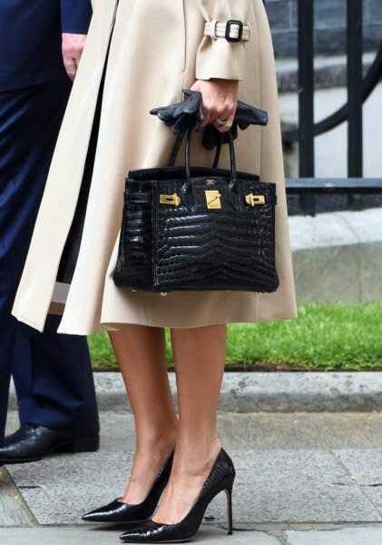 Melania Trump fan de son sac Birkin d'Hermès, à Londres, le 4 juin 2019.