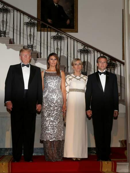 Melania Trump en robe scintillante Chanel au côté de Brigitte Macron en Louis Vuitton à Washington, The District, Etats-Unis, le 24 avril 2018.