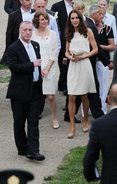 Kate Middleton, fan depuis toujours des robes fluides, qu'elle portait au-dessus du genou au début de son mariage avec William en 2011.