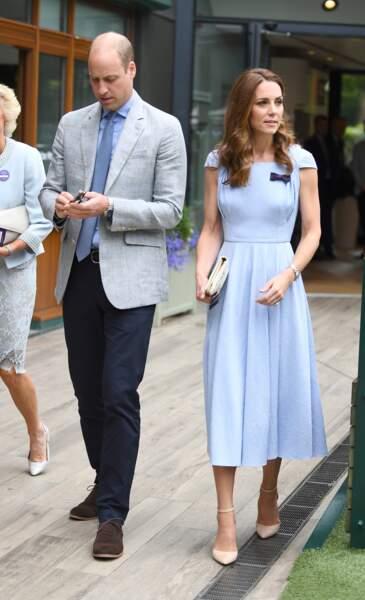 Kate Middleton en robe bleue pastel Emilia Wickstead à Wimbledon  le 14 juillet 2019.