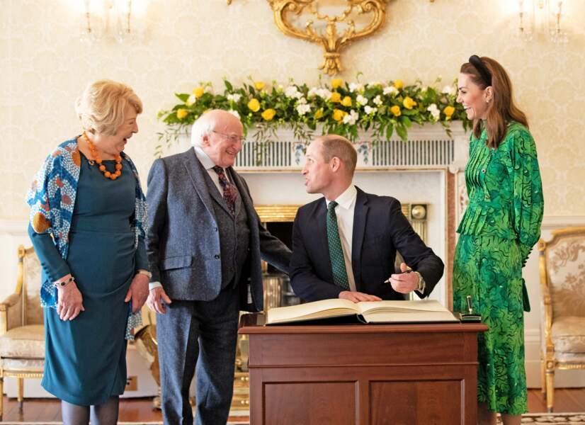 Kate Middleton dans une robe à fleurs verte Alessandra Rich, sa couleur préférée, en Irlande, le 3 mars 2020.