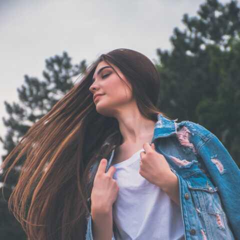 PHOTOS – Cheveux abîmés: 3 astuces pour les réparer