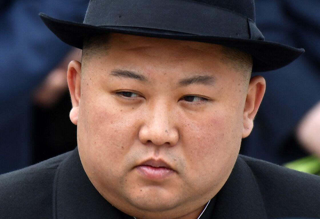 Kim Jong-un assistant à une parade militaire en avril 2019