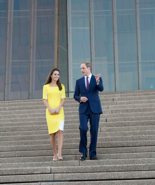 Lors d'un message vidéo le 1er juin 2020, Kate Middleton recycle cette robe jaune déjà portée  le 16 avril 2014 en Australie.
