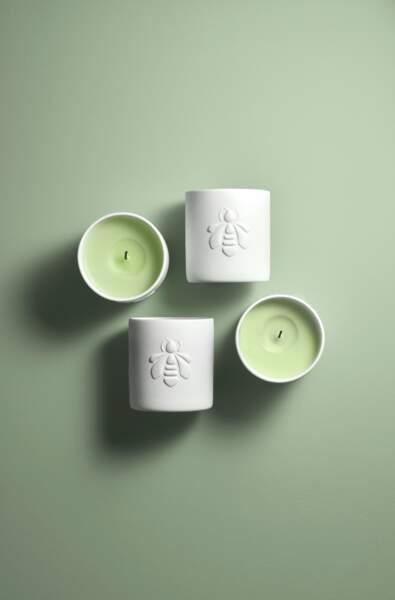 Des notes délicieuses et un pot blanc mat parfait pour une touche déco chez soi : Bougie Muguet, Guerlain, 68€, guerlain.com