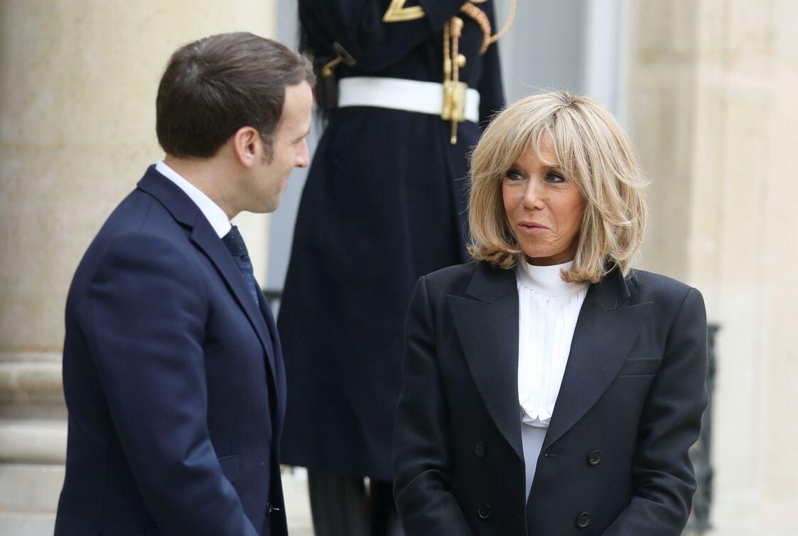 Le président Emmanuel Macron, la première dame Brigitte Macron - Le roi et la reine d'Espagne sortent du palais de l'Elysée à Paris après un déjeuner avant la cérémonie à l'occasion de la première journée nationale d'hommage aux victimes du terrorisme le 11 mars 2020