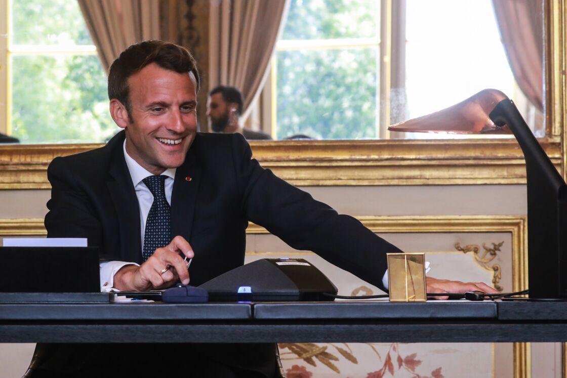 Emmanuel Macron dans son bureau à l'Elysée, le mardi 21 avril.