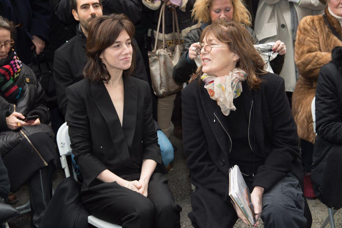 Charlotte Gainsbourg et sa mère Jane Birkin réunies à Paris en 2016