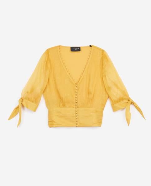 Top en soie jaune à bandes lurex dorées, 198€, The Kooples