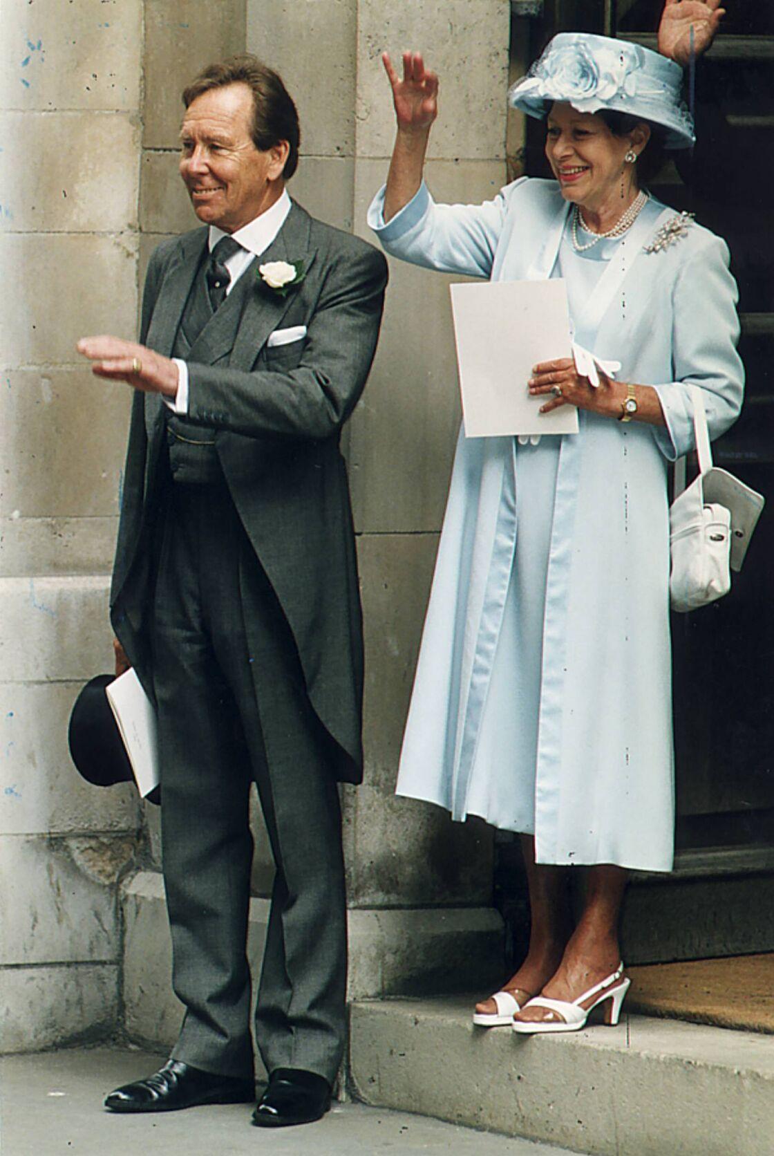Antony Armstrong-Jones et la princesse Margaret lors du mariage de leur fille Sarah Armstrong-Jones avec Daniel Chatto, à Londres, le 14 juillet 1994.