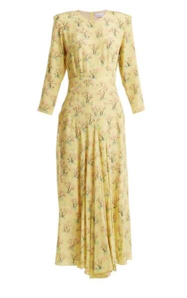 La robe en soie à fleurs portée par Kate Middleton est signée Raey, coûte 495£.