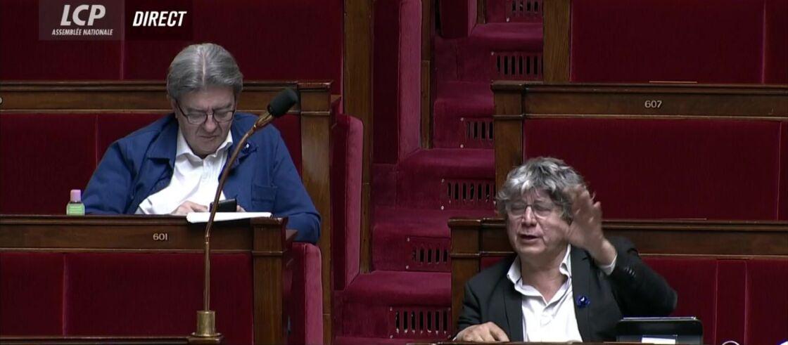 Eric Coquerel (à droite de l'image) député de la France Insoumise durant la réponse d'Olivier Véran