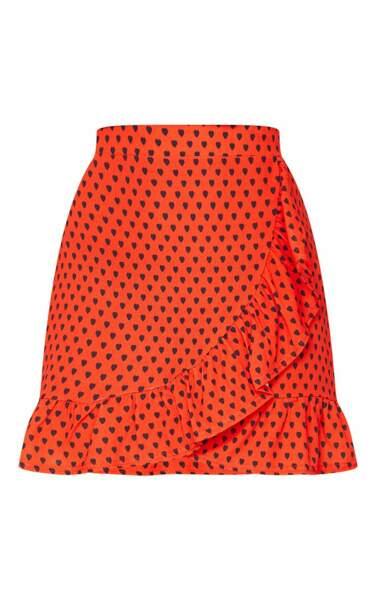Mini-jupe portefeuille à imprimé coeurs rouge et à ourlet volante, 25€, PrettyLittleThing