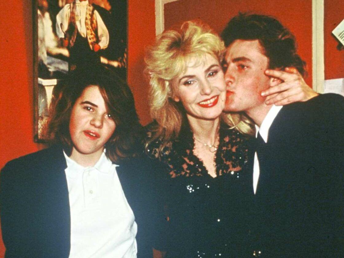 Michèle Torr et ses enfants, Romain et Émilie, à l'Olympia en 1987.