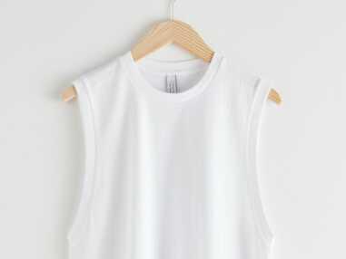 PHOTOS - Comment porter le t-shirt à épaulettes must-have de cet été ?