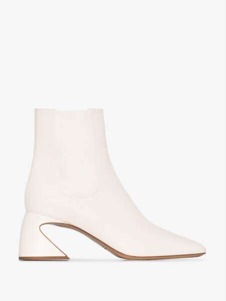 Bottines à talons pyramides, 645€, Jil Sander sur Brownsfashion.com