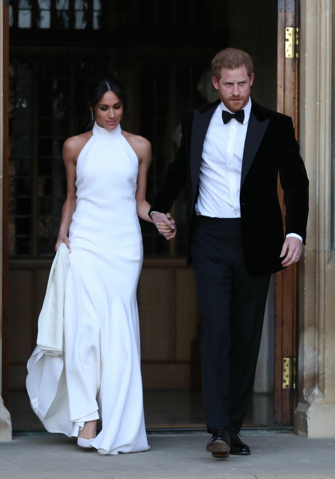 Harry et Meghan Markle quittent le château de Windsor en tenue de soirée après leur cérémonie de mariage, pour se rendre à la réception à