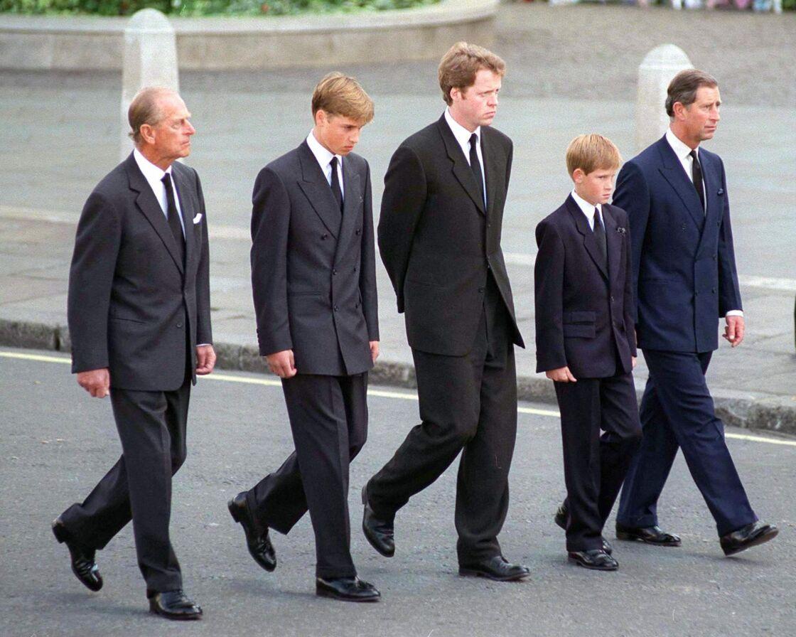 Le prince Philip, le prince William, Charles Spencer, le prince Harry et le prince Charles aux obsèques de Lady Diana, le 5 septembre 1997.