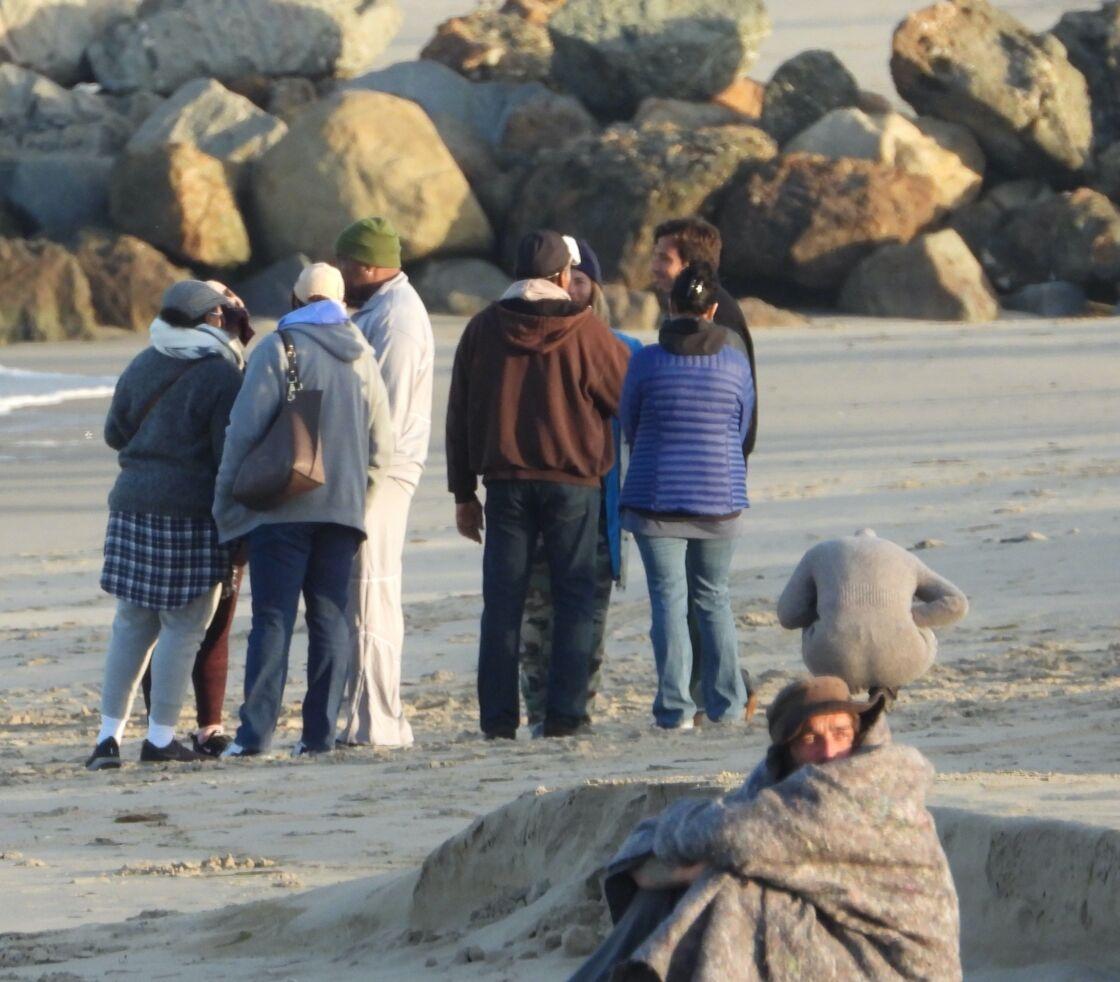 La famille de l'ancien catcheur décédé, sur la plage le 20 mai 2020