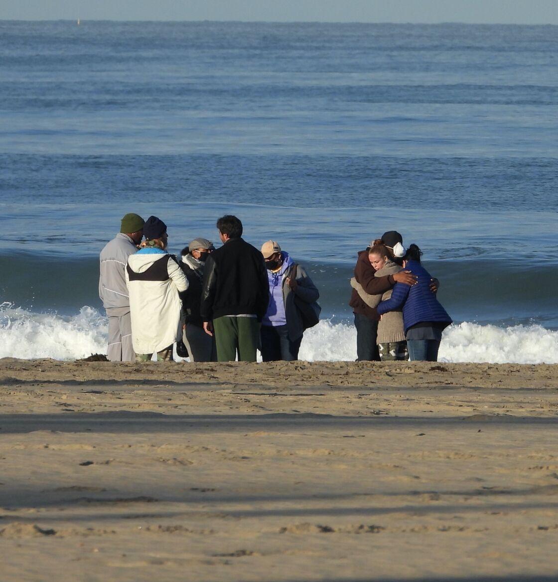 La famille de Shad Gaspard, réunie sur la plage le 20 mai 2020