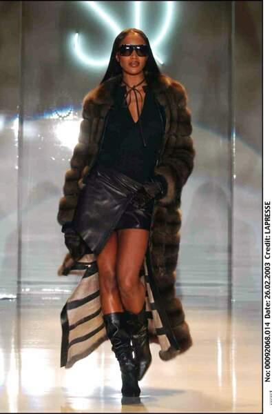 Naomi Campbell en 2003, stylée pour un défilé à Milan.
