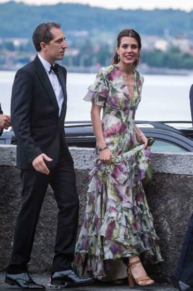 Charlotte Casiraghi sublime dans une robe à fleurs longue, pour le mariage de son frère, Pierre Casiraghi, le 1er août 2015.