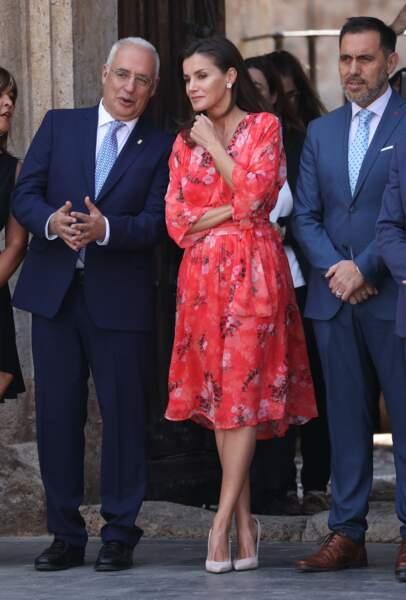 Letizia d'Espagne en robe à fleurs colorée signée Maje, le 5 juillet 2019.