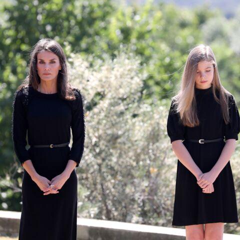 PHOTOS – Letizia d'Espagne chic en robe noire assortie à sa fille Sofia