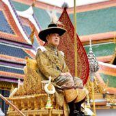 quand_le_roi_de_thailande_choque_l_allemagne_en_se_promenant_a_velo_avec_son_harem