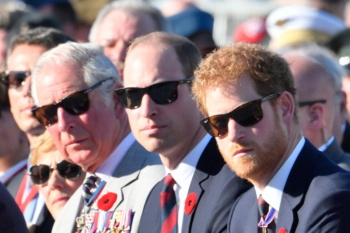 Des Ray-Ban de père en fils pour le prince Charles, William et Harry , ici en 2017.