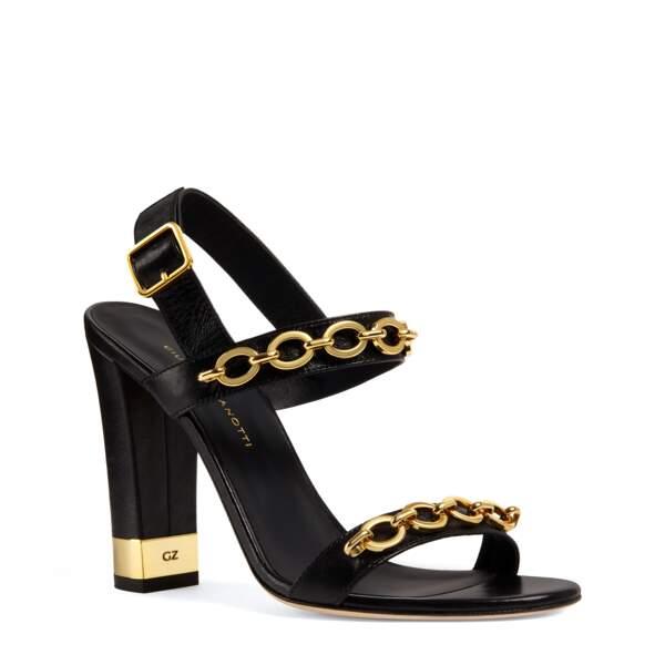Sandale à talons, 750€, Giuseppe Zanotti.