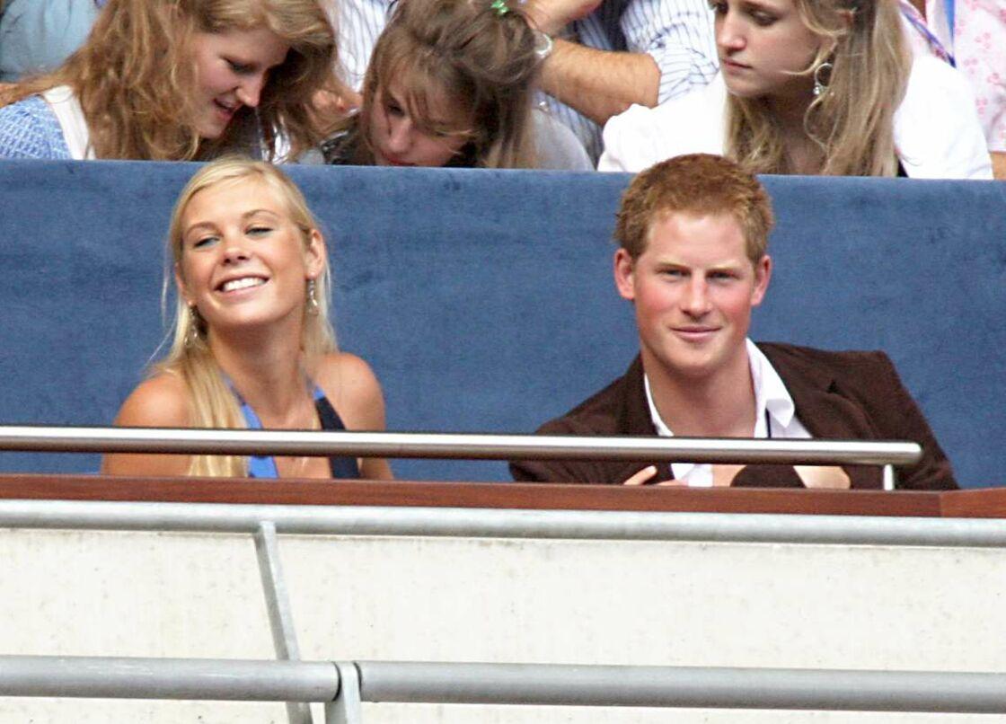 Le prince Harry et son ex-petite amie Chelsy Davy, le 1er juillet 2007 au stade Wembley, à Londres.