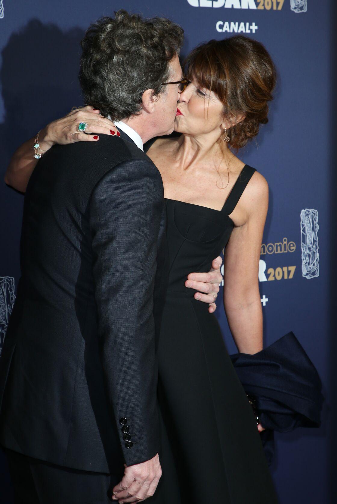 François Cluzet et sa femme Narjiss s'embrassent le 24 février 2017