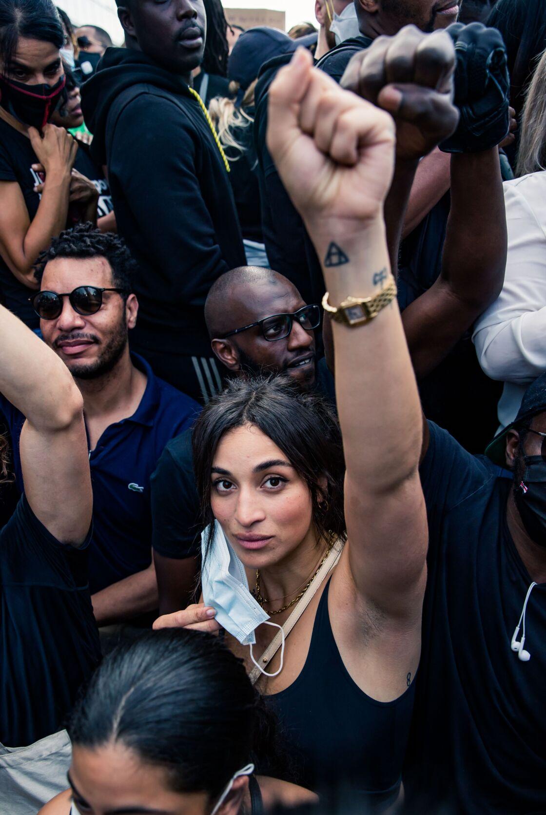 Camélia Jordana à la manifestation de soutien à Adama Traoré devant le tribunal de Paris le 2 juin 2020