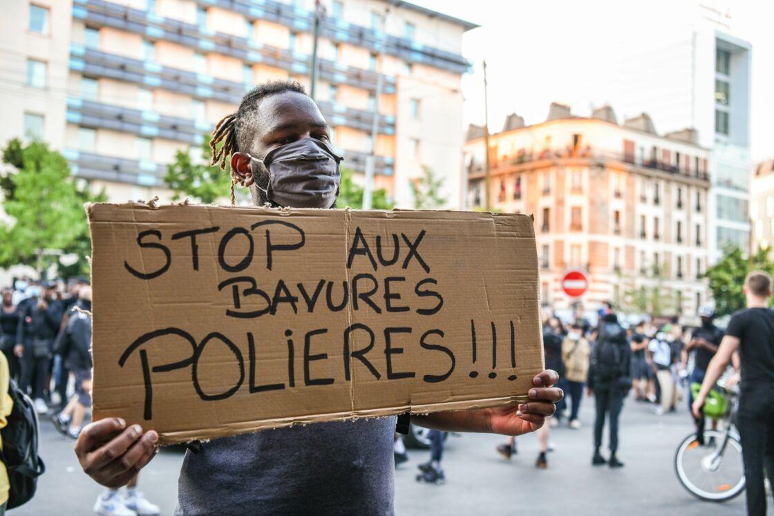 Un manifestant lors de la marche pour Adama Traoré, à Paris, le 2 juin 2020.