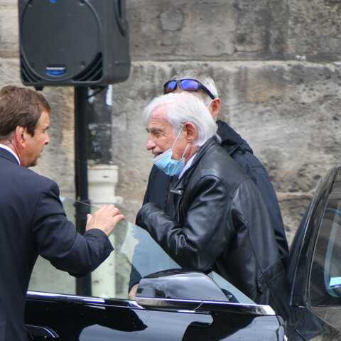 PHOTOS – Obsèques de Guy Bedos: Jean-Paul Belmondo souriant et vaillant pour dire adieu à son «frère»
