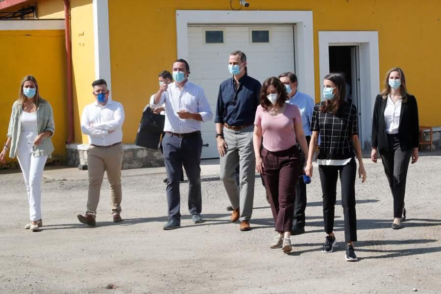 Le roi Felipe VI et la reine Letizia d'Espagne ont visité une ferme près de Madrid pendant l'épidémie de coronavirus (Covid-19).