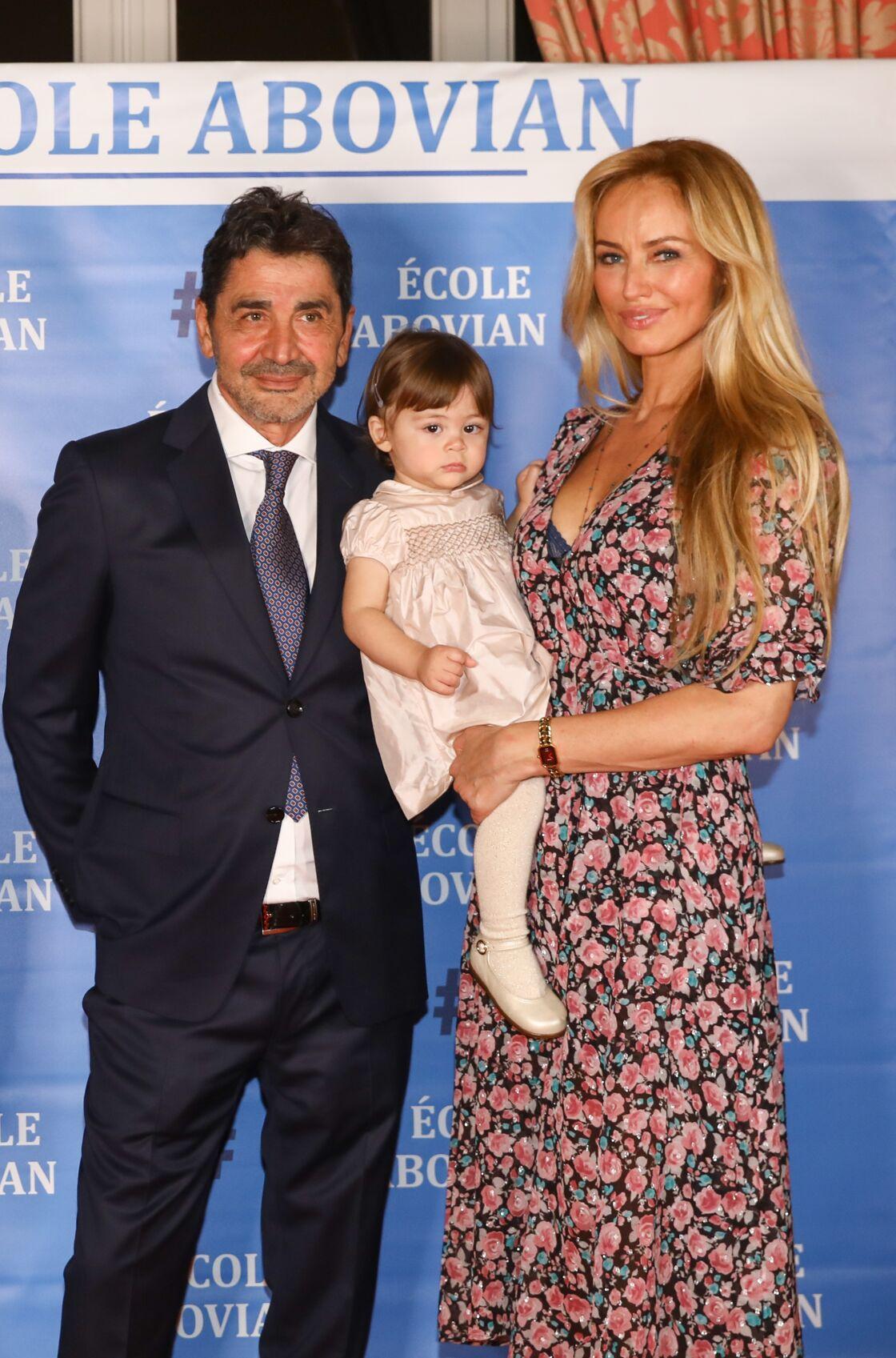 Adriana Karembeu, entourée de son mari Aram Ohanian et de leur fille Nina, à Marseille, en septembre 2019.